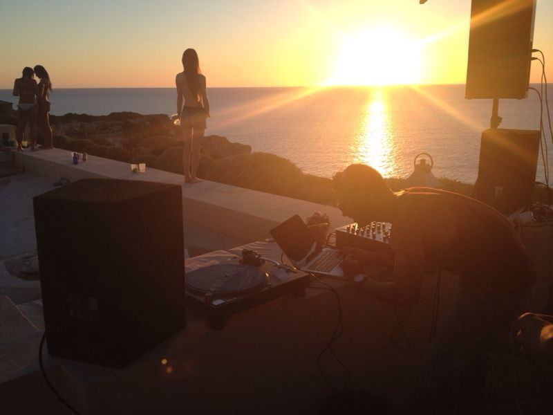 Dj booth rental and sound system in Ibiza, rental for private party in Ibiza and dj services and bookings.